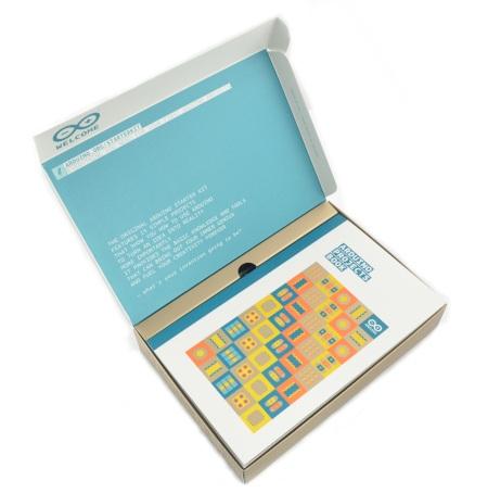 Zestaw startowy z płytką Arduino Uno.