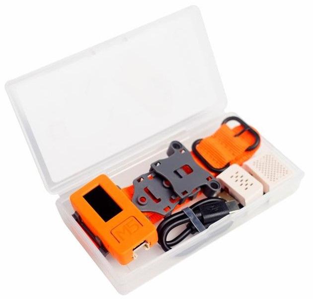 Cały zestaw znajduje się w plastikowym pojemniku ułatwiający utrzymanie wszystkich komponentów w jednym miejscu.