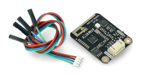 W skład zestawu wchodzi także przewód połączeniowy z odpowiednim złączem.