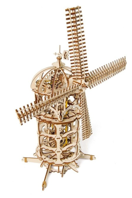 Model wieży - młyna wiatrowego utrzymany jest w stylu wiktoriańskiego steampunku.