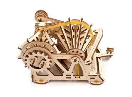 Zadaniem wariatora jest przenoszenie i regulacja momentu obrotowego silnika poprzez zmianę przełożenia biegów.